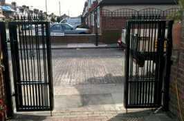 concertina driveway gates